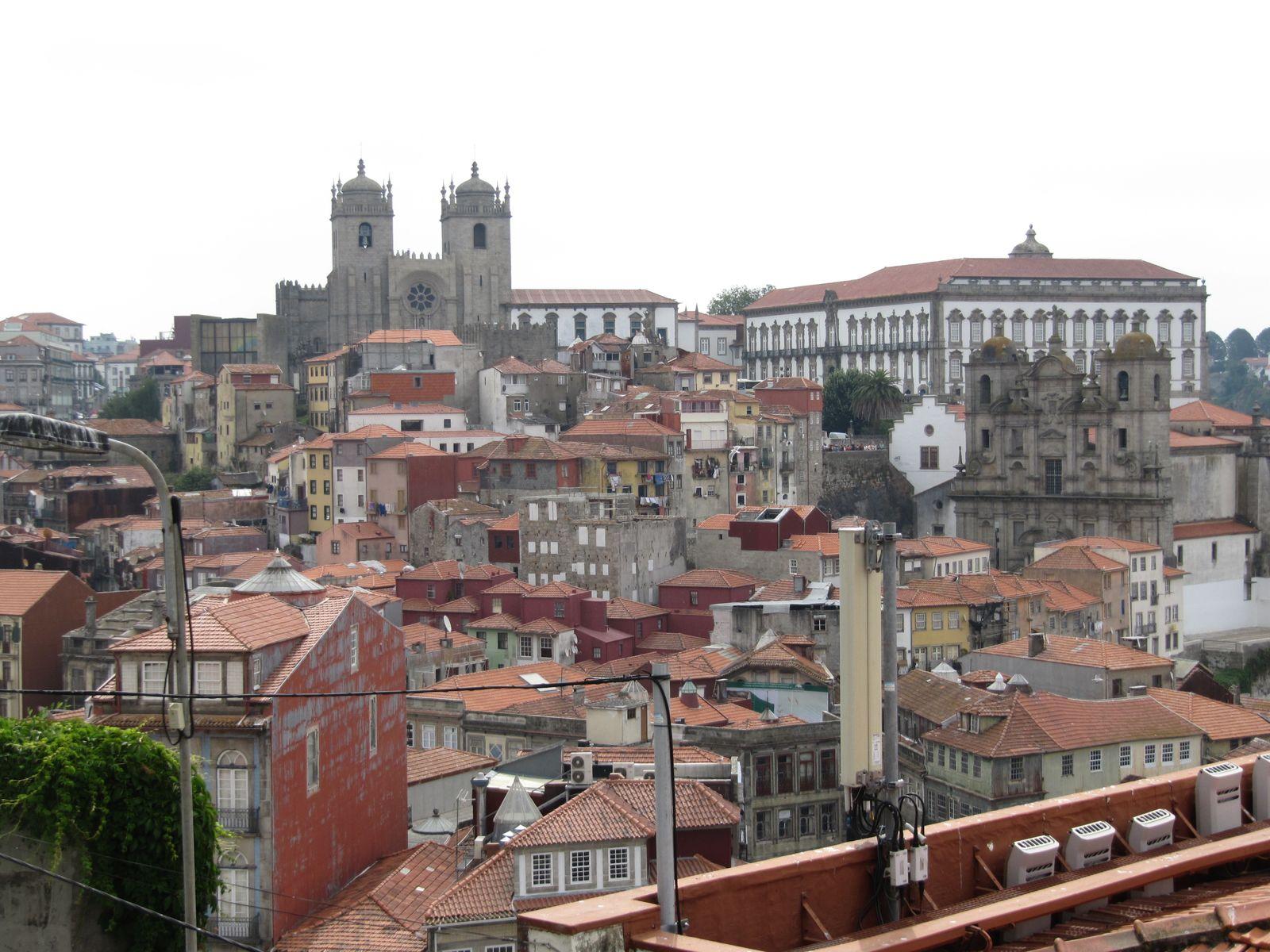 photo n°1 :Porto vue du pont Luis I, photo n°2 : Porto vue du centre ville, photo n°3 : magnifiques azuléjos de la gare de Porto
