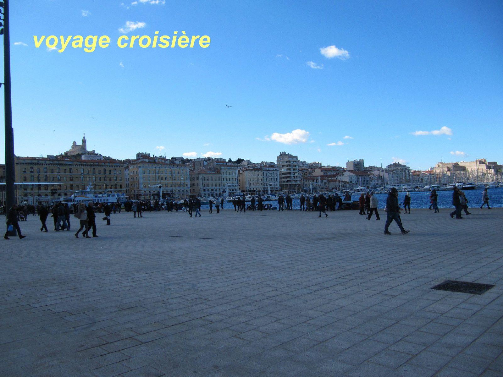port de Marseille, où l'on peut y acheter du poisson frais venant directement du producteur