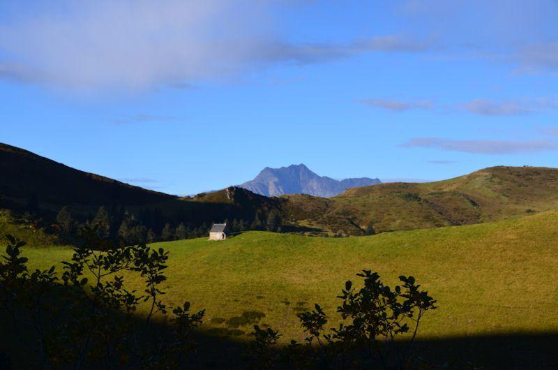 La montagne d'Areing 2079 m et Cap- Nestés 1887 m.