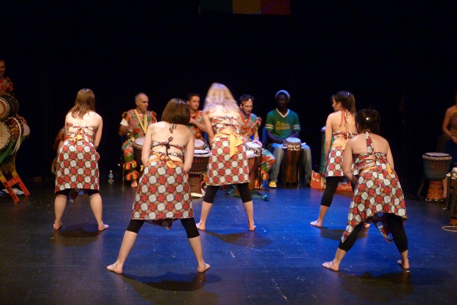 Spectacle de Djembé Sacré juin 2013 M3Q Poitiers- Corps Peau R'Ailes #Djembé #danseafricaine #percussions