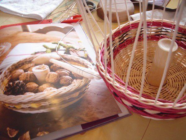 Casse-noix en vannerie et bois tourné.