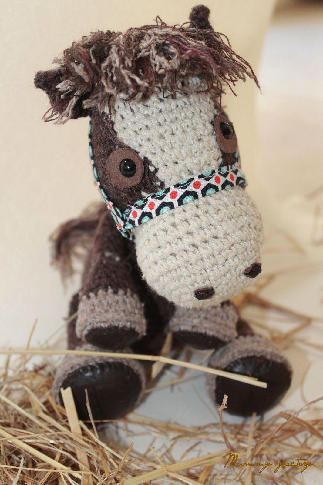 Reglyss ...Son poney chéri...en crochet...