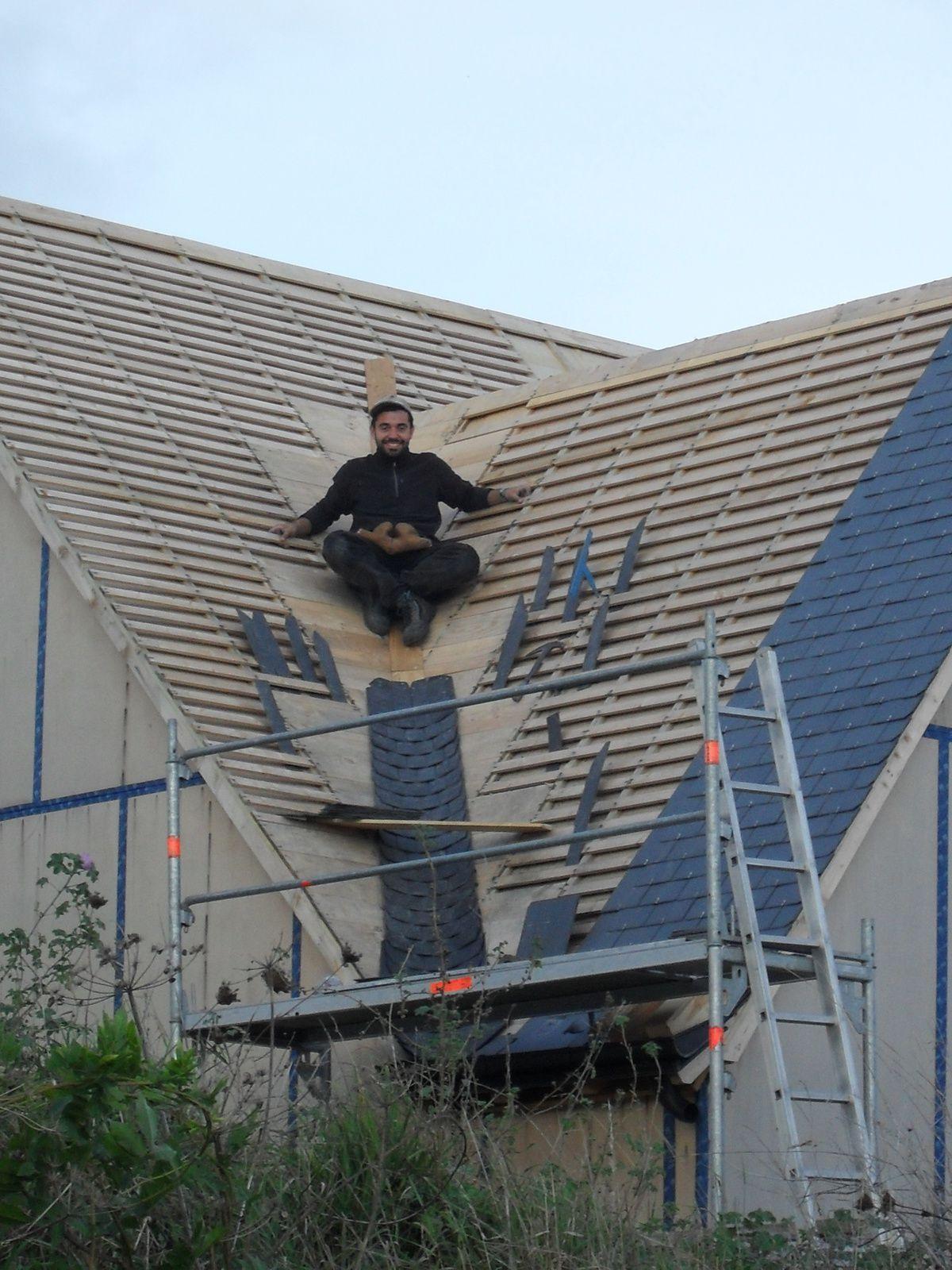 Noue ardoise maison elo for Comment monter sur un toit