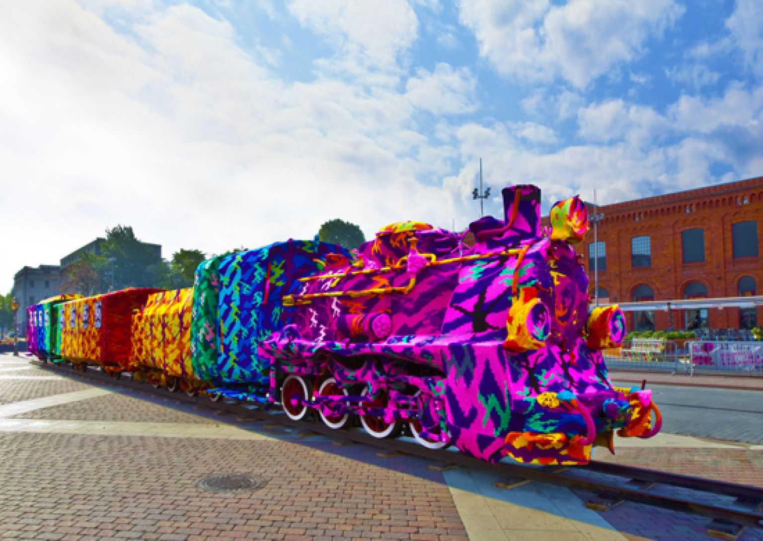 The Train That Stands Still | Olek