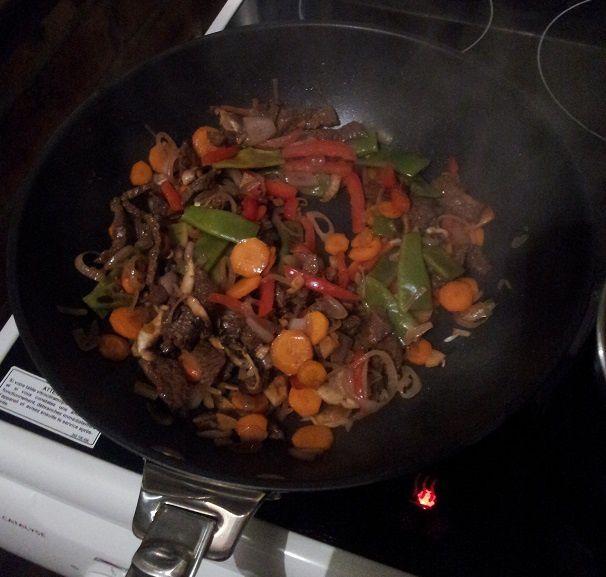 Tentative wok bœuf/ nouilles/ légumes