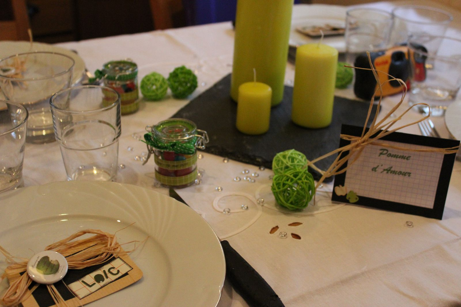 http://luniversdegarfield59.over-blog.com table vert pomme blanc étiquette table mariage