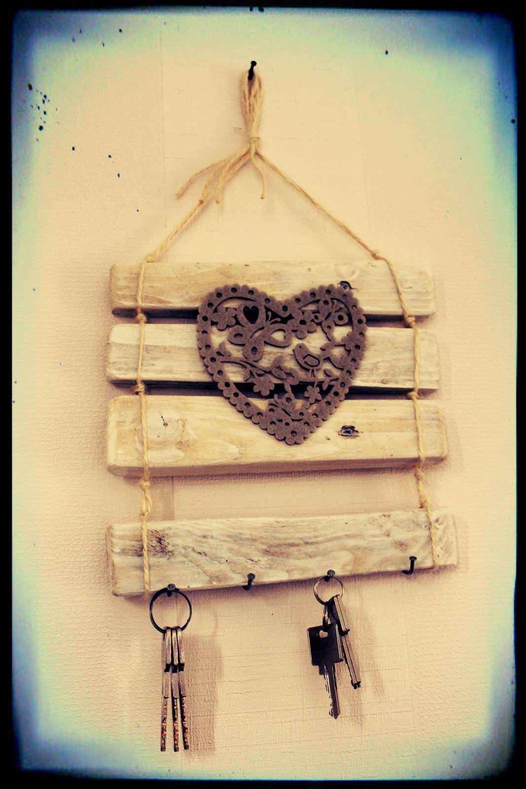 http://luniversdegarfield59.over-blog.com porte clés clefs palette bois déco coeur recyclage