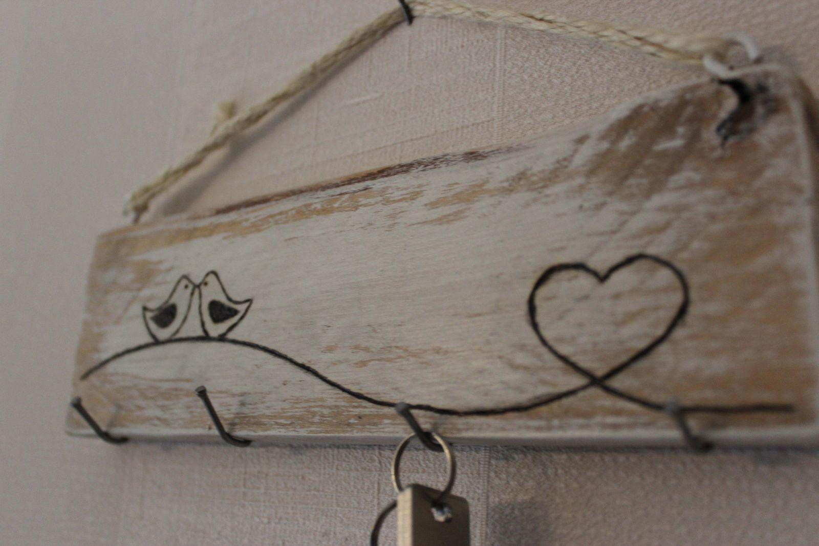 http://luniversdegarfield59.over-blog.com palette récup bois porte clé oiseau déco pyrogravure garfield59
