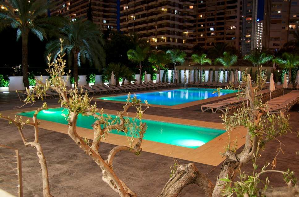Flash hotel in benidorm nice hotels in spain for Nice hotels with swimming pool