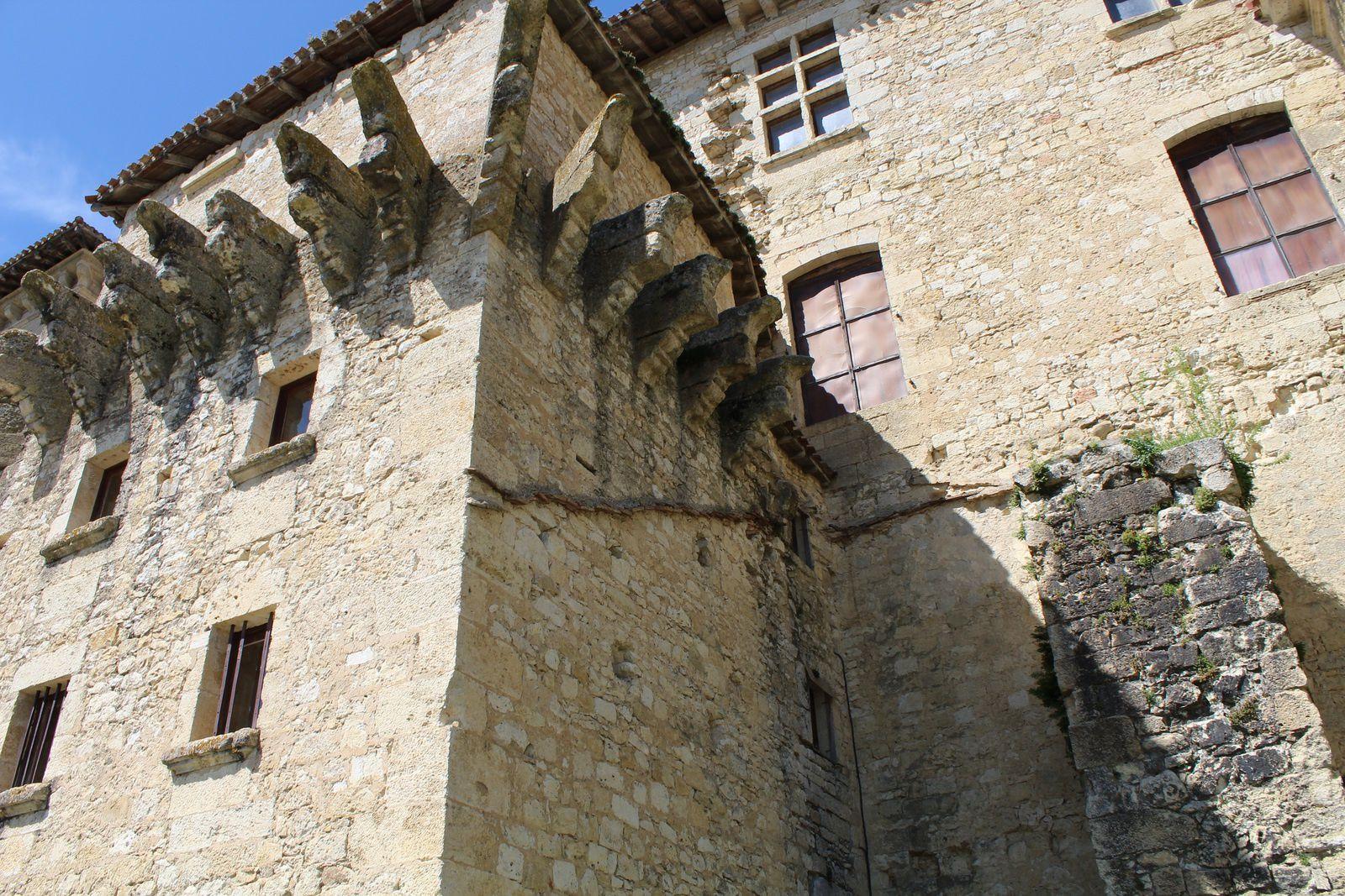 32 - Lavardens, classé parmi les plus beaux bourgs France.
