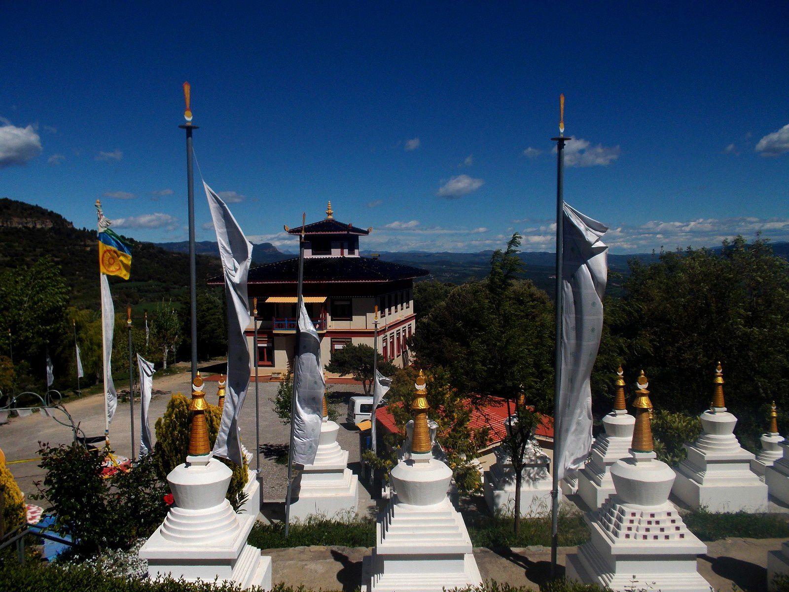 Aragon - Le monastère de Panilo : le petit Tibet des Pyrénées.
