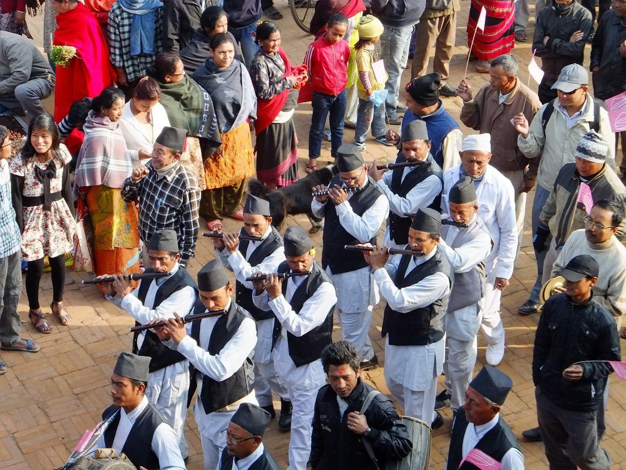 Défilés dans les rues des villages
