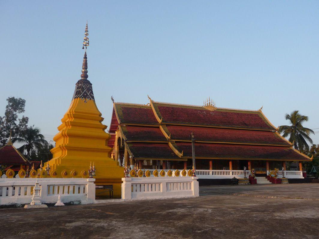 Temples et stupas au Laos
