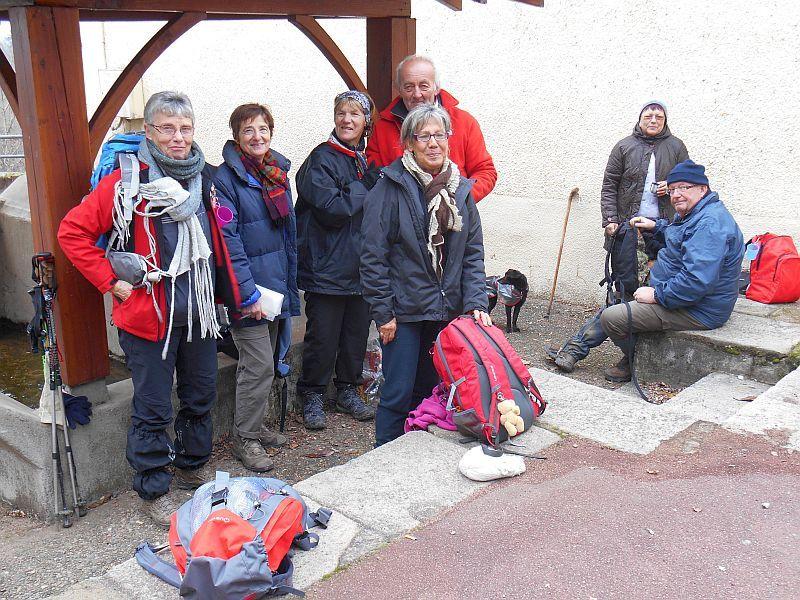le groupe en bord de Loire et au casse - croûte