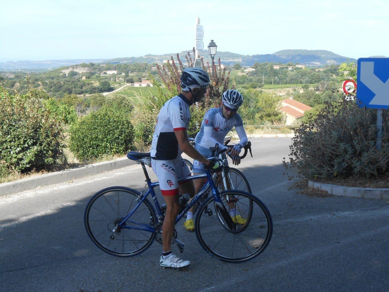 Jean-Marie, Pascal et Jean-Yves            -         Yvan et Rocco tranquilles au milieu de la route...
