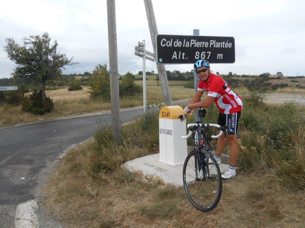 Col de la Pierre Plantée qui marque la frontière entre le Gard et l'Aveyron.