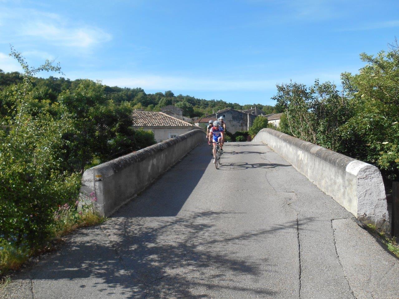 Nico en pleine reprise et passage sur le petit pont de Rimouren.