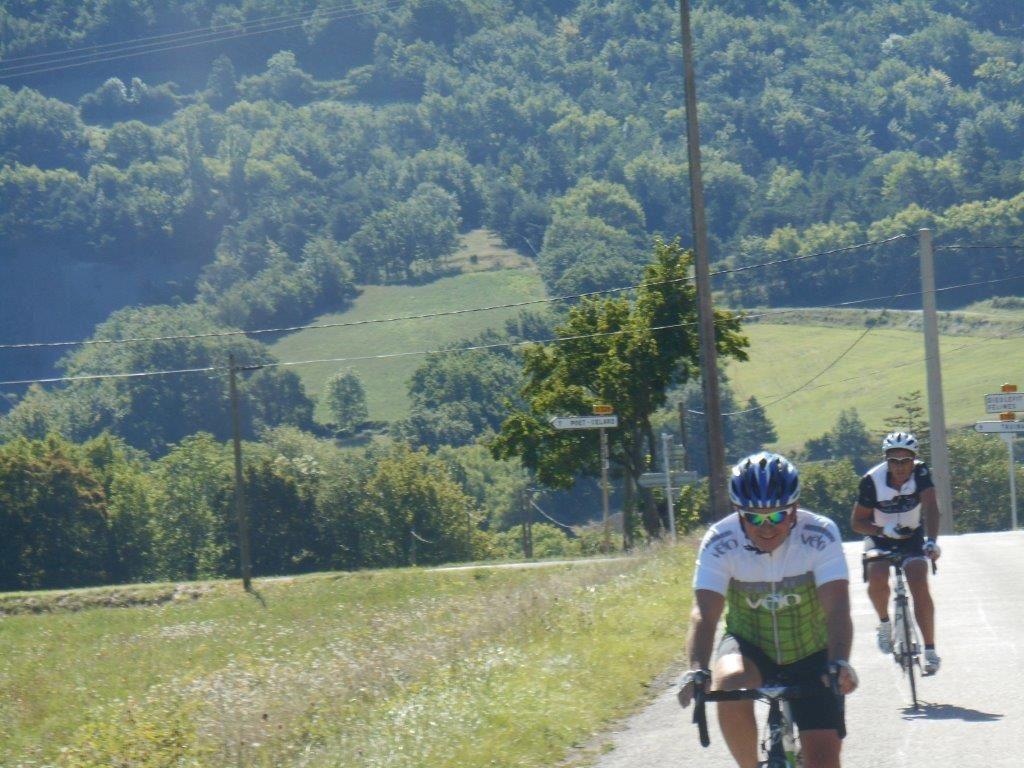 Montée vers Félines et passage sous la montagne d'Eson.