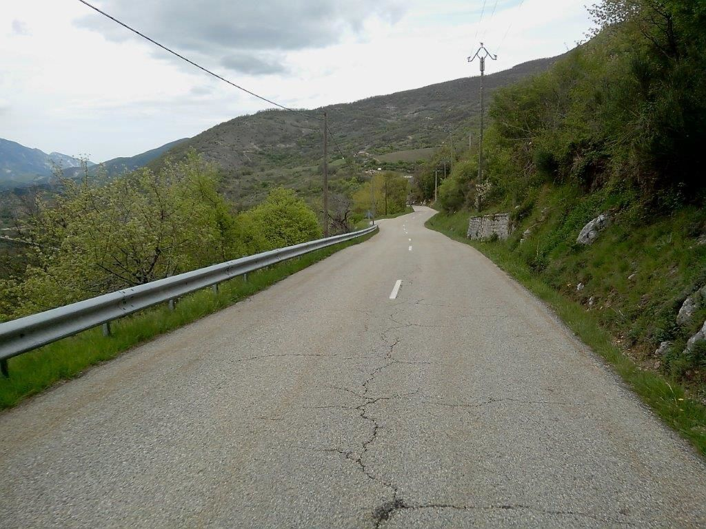 1 et 2- Descente du Macuègne direction Montbrun les Bains.
