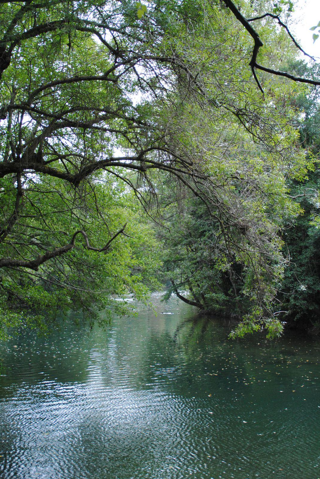 Auribeau par le chemin de l'écluse Balades d'ici et d'ailleurs
