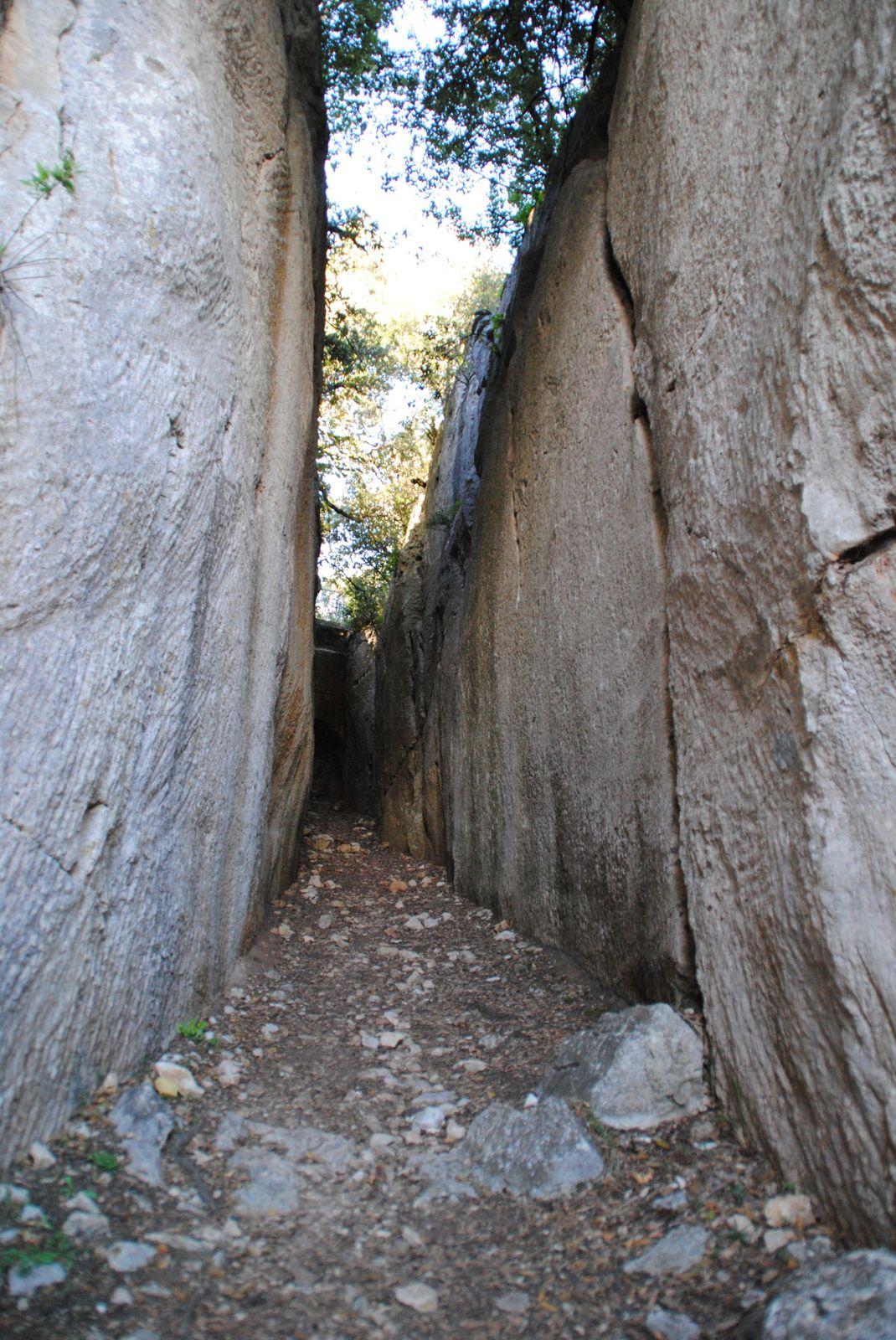 La roche taillée Mons Balades d'ici et d'ailleurs