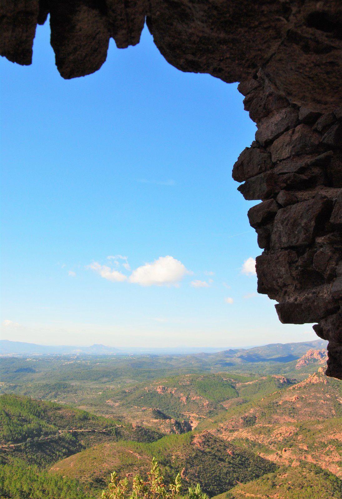 La grotte de Saint Honorat (massif de l'Estérel Var )Balades d'ici et d'ailleurs .