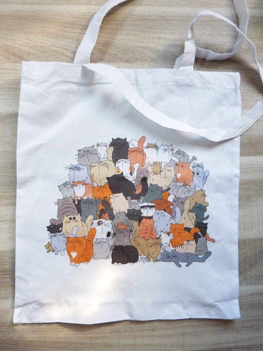 """... Et le sac en toile """"Tas de Chats"""" que vous pouvez trouver par là :"""