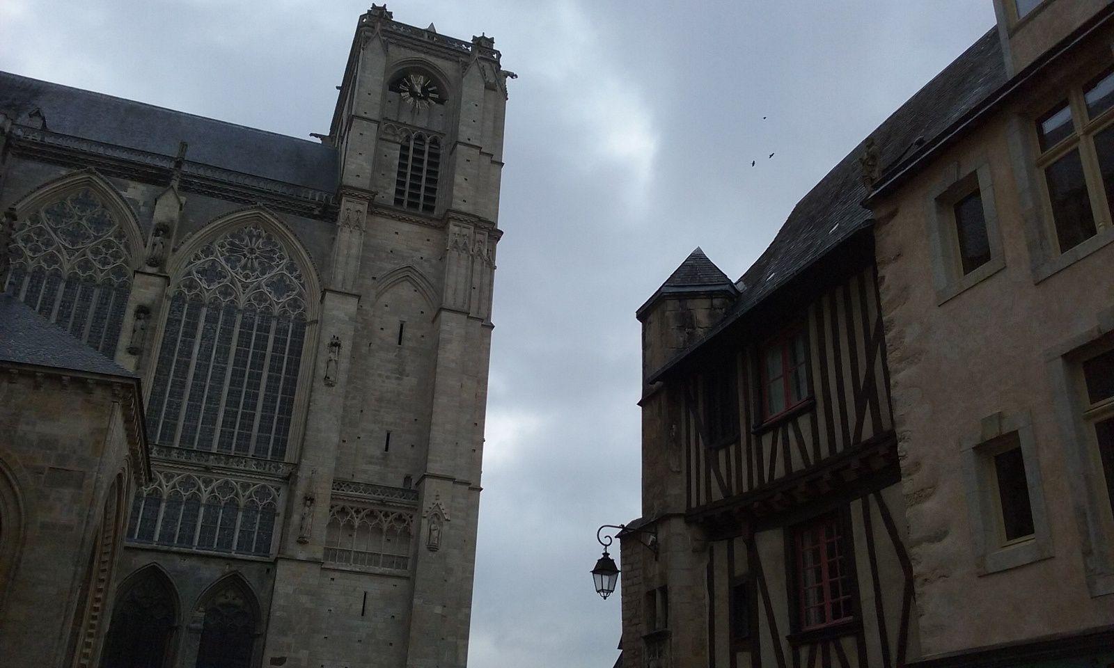 Visite rapide du vieux centre du Mans.