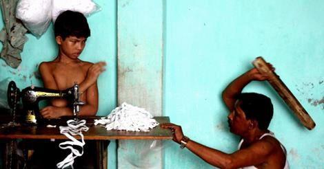 En image, il nous montre le quotidien des enfants au travail