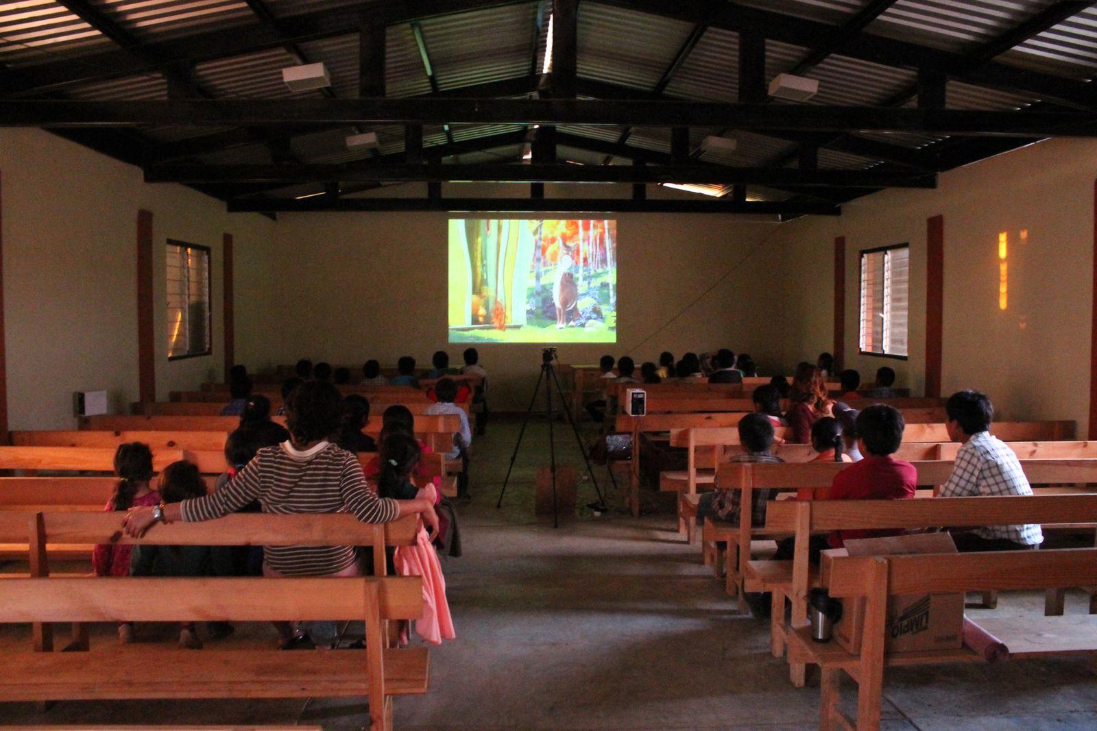 10/ Projection dans une communauté autonome indienne du Chiapas / Proyección en una comunidad autonoma india del Chiapas