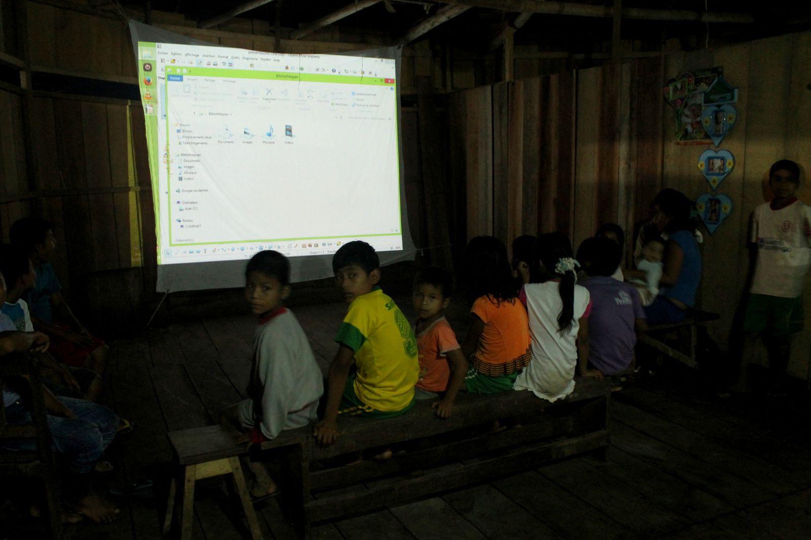 16/ Projections aux abords de la jungle / proyecciones cerca de la selva