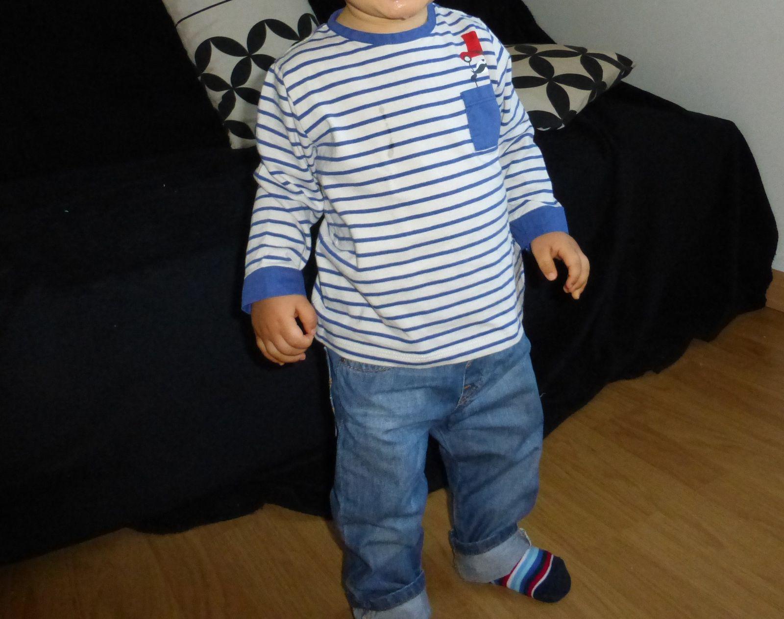 Tee-shirt rayé Kiabi, jean Zara Baby, chaussettes Super U!