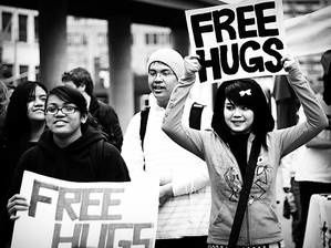 freehugs-flkr-moonwire.1207294197.jpg