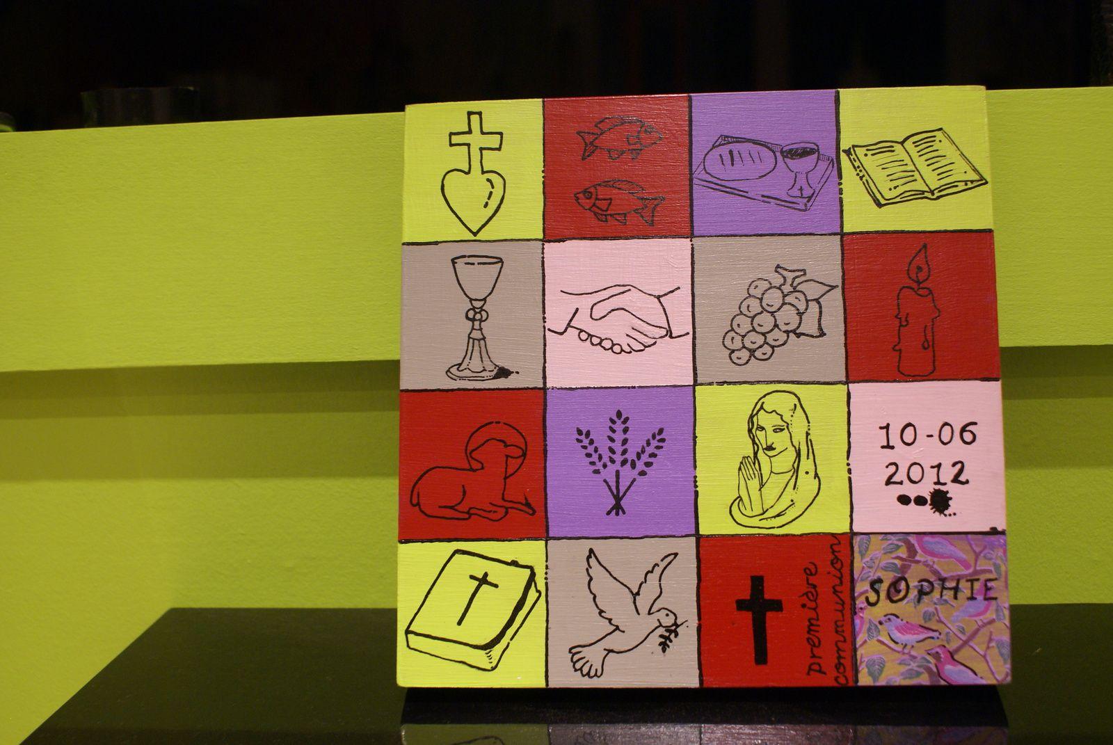A offrir pour une communion, un baptème. Pour un cadeau unique, vu nulle part ailleurs! Encre, peinture, collage et bois.