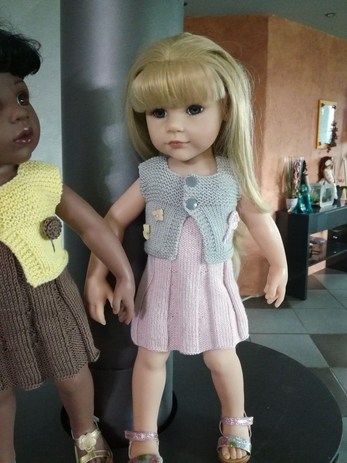Lily et Célie en tenue de Pâques
