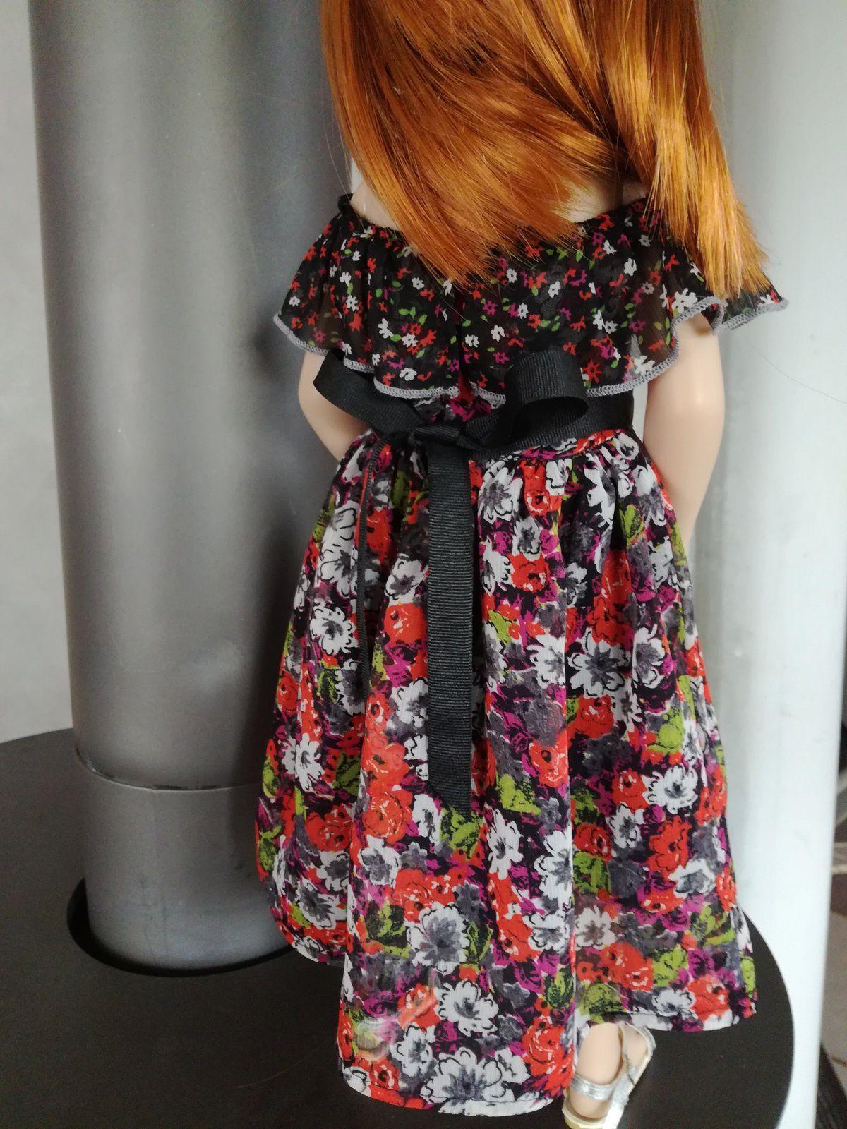 Une robe col Carmen pour Pauline