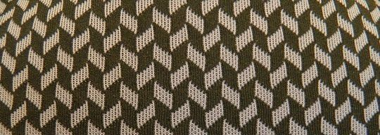 Surtout que j'aime beaucoup les motifs du tissu en question un peu vintage !!