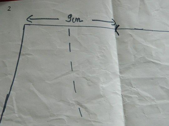Après avoir choisi la longueur de la pente d'épaule (ici 9cm) marquer un repère à la distance choisie en partant du haut de l'encolure.