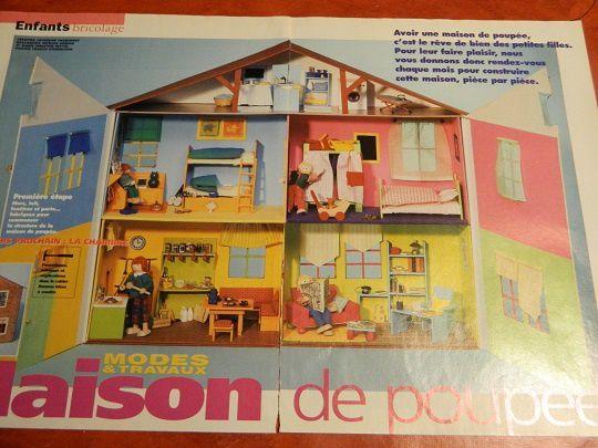 Cinq pièces : une cuisine jaune, un salon vert pomme,deux chambres (1 turquoise et 1 rose), une salle de bains sous les toits.