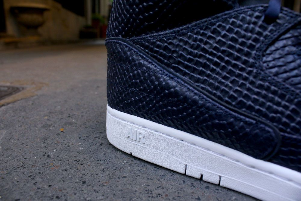 Nike Air Python SP &quot&#x3B;Dark Obsidian&quot&#x3B; &amp&#x3B; &quot&#x3B;Tan White&quot&#x3B;
