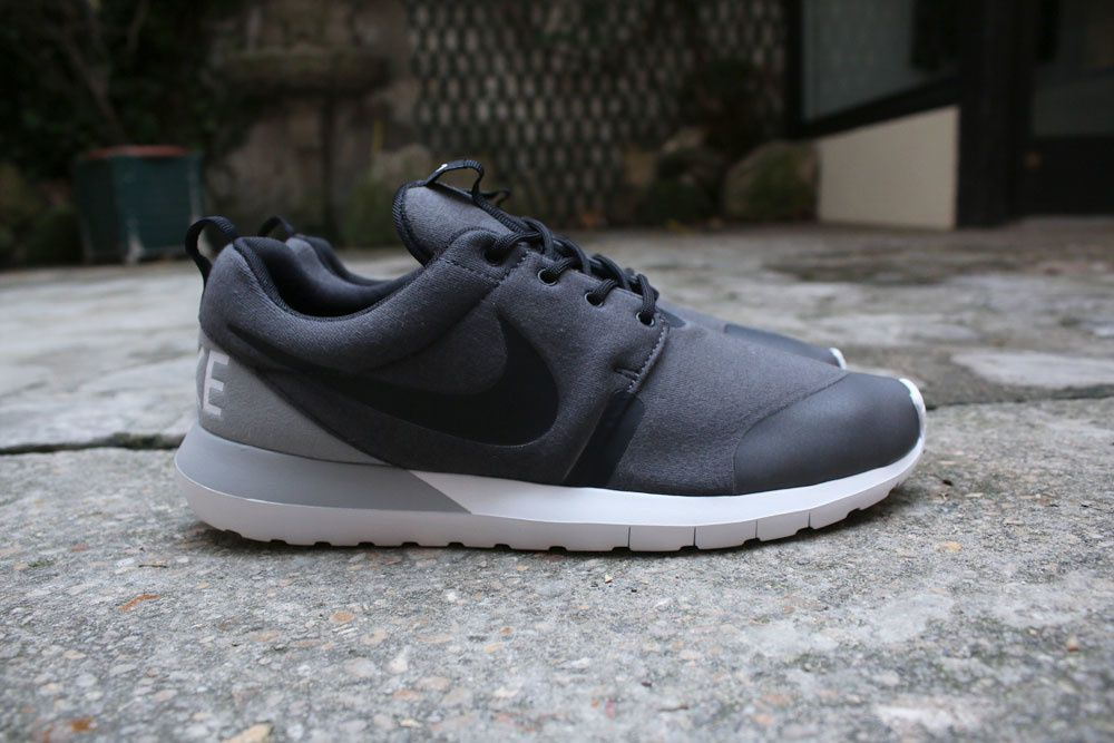 Nike Rosherun NM W SP &quot&#x3B;Tech Fleece&quot&#x3B; Pack