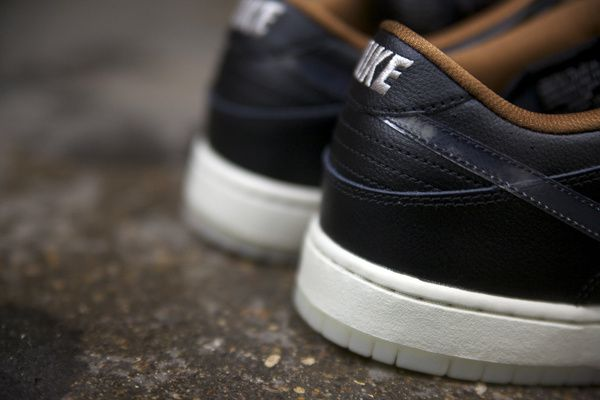 "SB Dunk Low ""Rain"" QS."