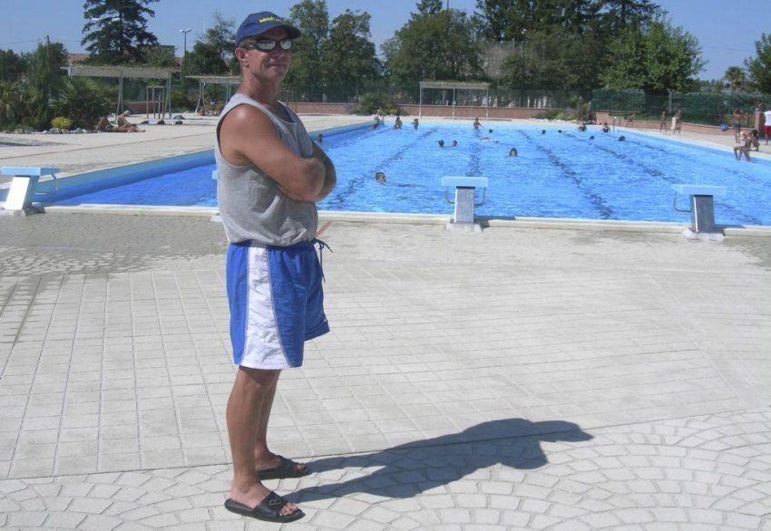 Piquée aux maîtres nageurs