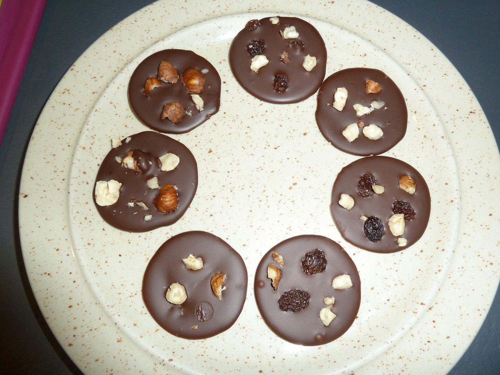Bon là je n'ai fait que chocolat noir et raisins noisettes car je n'avais rien d'autre, mais il faut varier les plaisirs