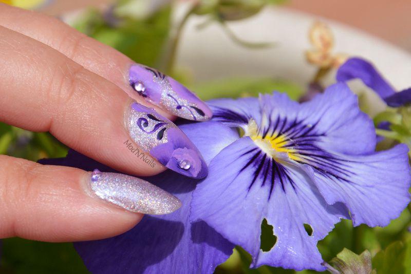 Des fleurs, des arabesques, des gouttes, des strass,... Comment, vous avez demandé Mod'N'Nails ?