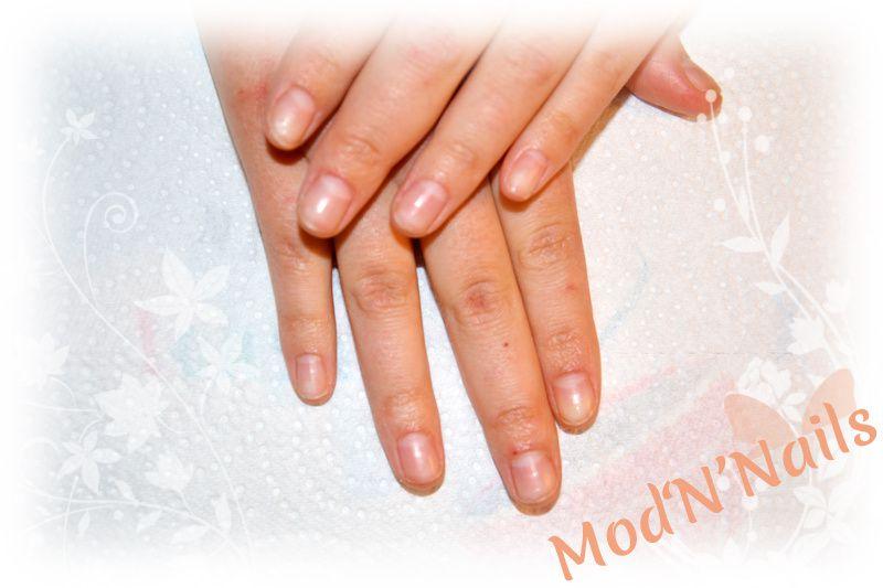 Pose complète Gel UV sur ongles rongés + déco roses rouges