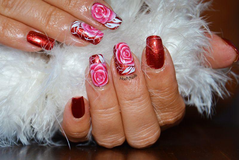 Roses en Brush Stroke sur un rouge à tomber par terre...