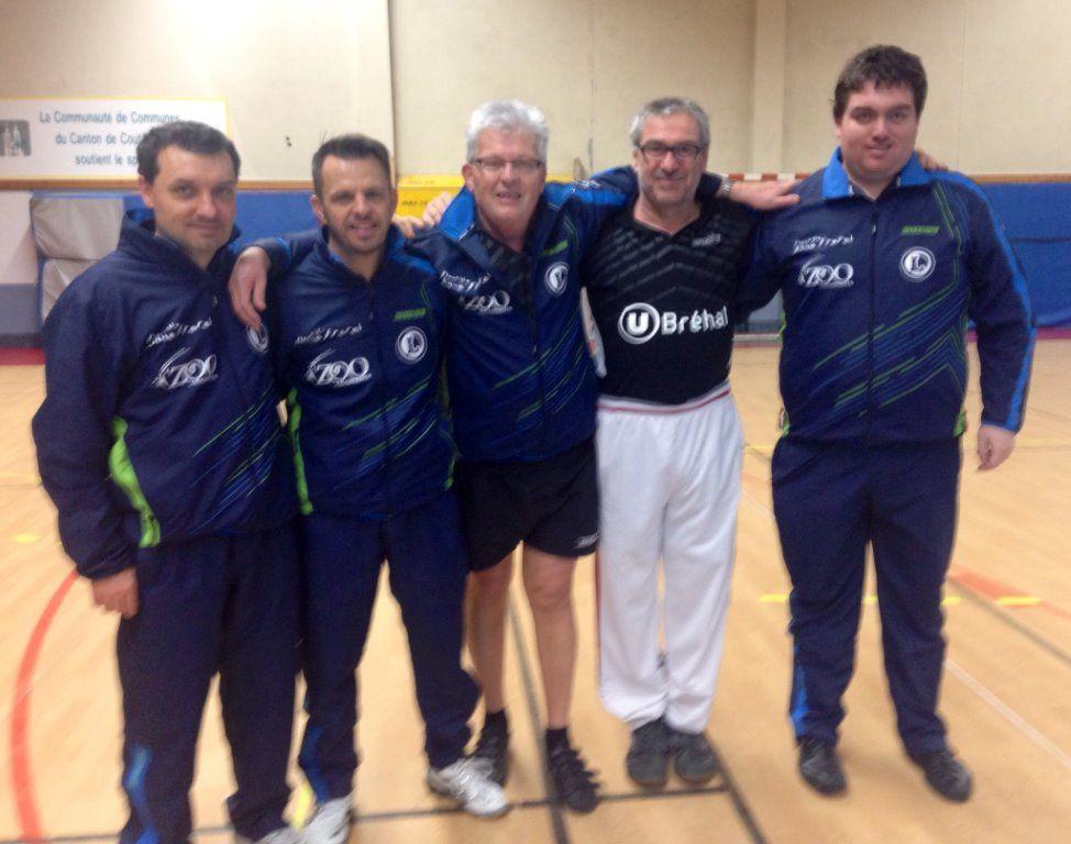 Equipe 4 en régionale 4 : A.Gilbert, M.Laforêt, S.Levallois, JF Héleine et C.Lesouquet. Manque : A.Loslier.