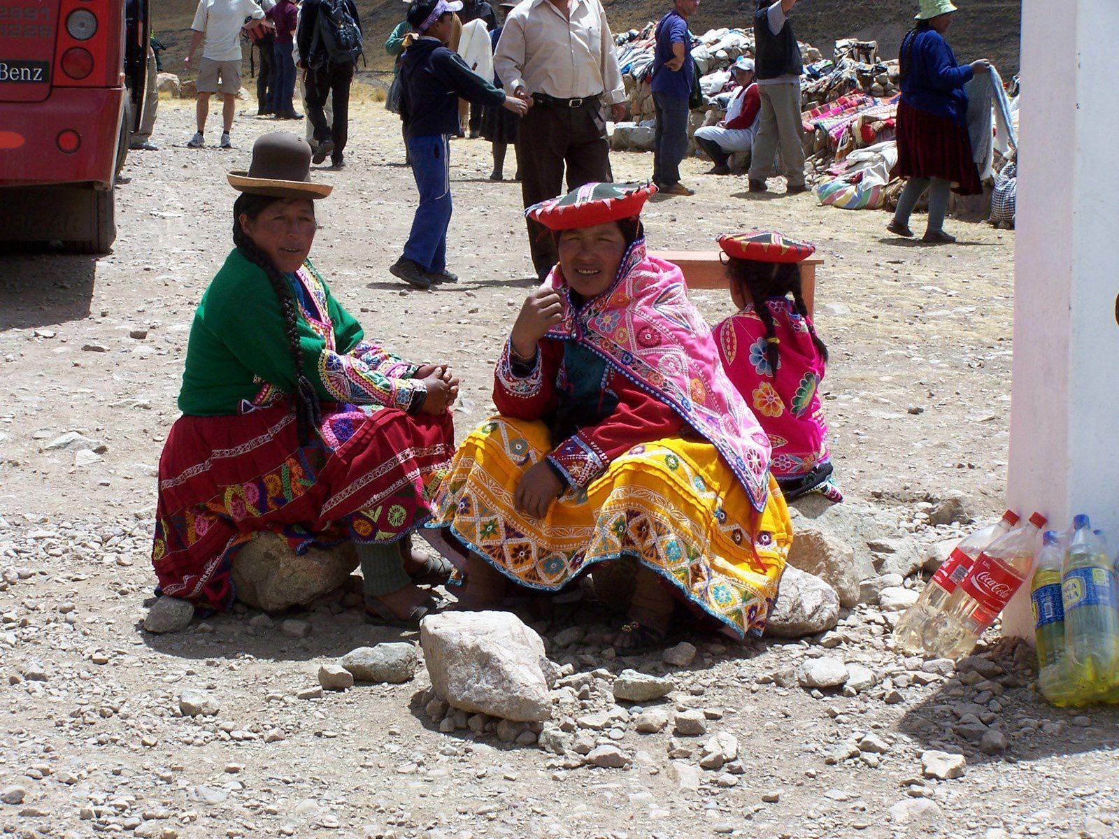 Femmes assises dans la rue (Catherine)