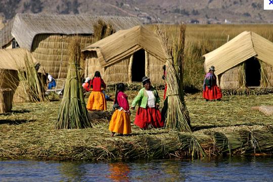 Femmes au bord du lac TITICACA